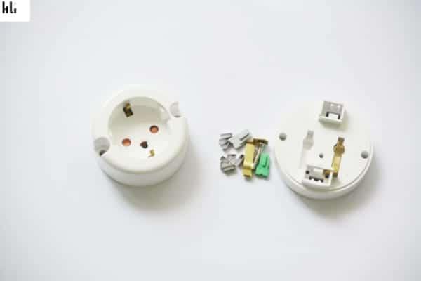 các chi tiết trong ổ cắm điện hàn quốc dc1110
