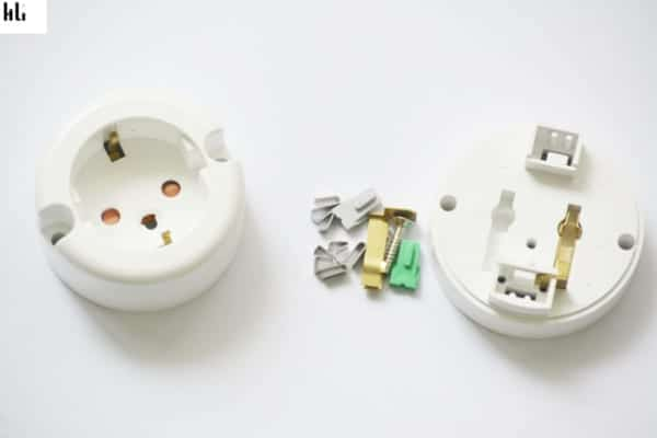chi tiết ổ cắm điện hàn quốc dc1110